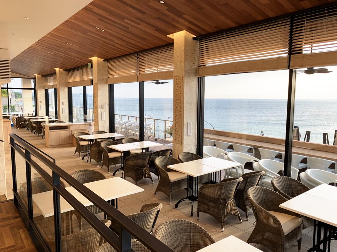 『幸せのパンケーキ』淡路島テラス|全席オーシャンビュー。リゾート感あるテラス席やカップルシート、ワンちゃんと一緒に楽しめるドッグエリアも。