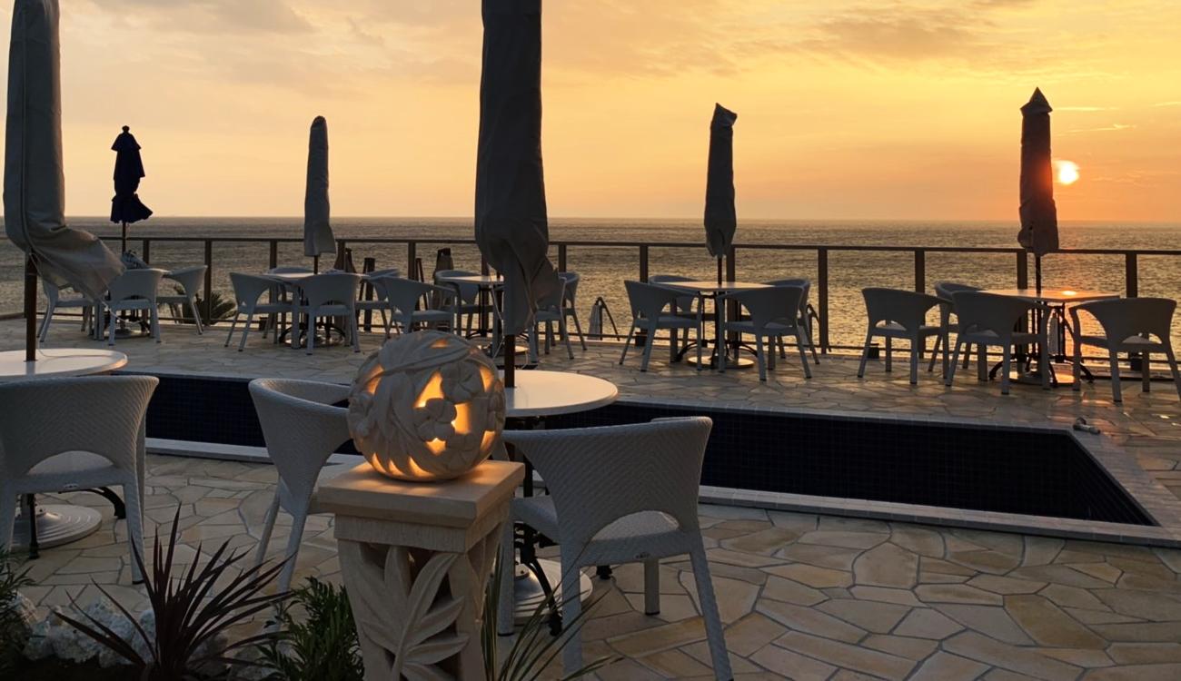 夕日の美しい岬に幸せのパンケーキ 淡路島リゾートオープン|全席オーシャンビュー・テラス席やドッグエリア、波の音が聞こえる海際のカップルシートも。